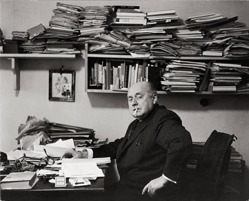 gottfried-benn-in-his-apartment-photography-1955-gottfried-benn-in-picture-id56458567.jpg